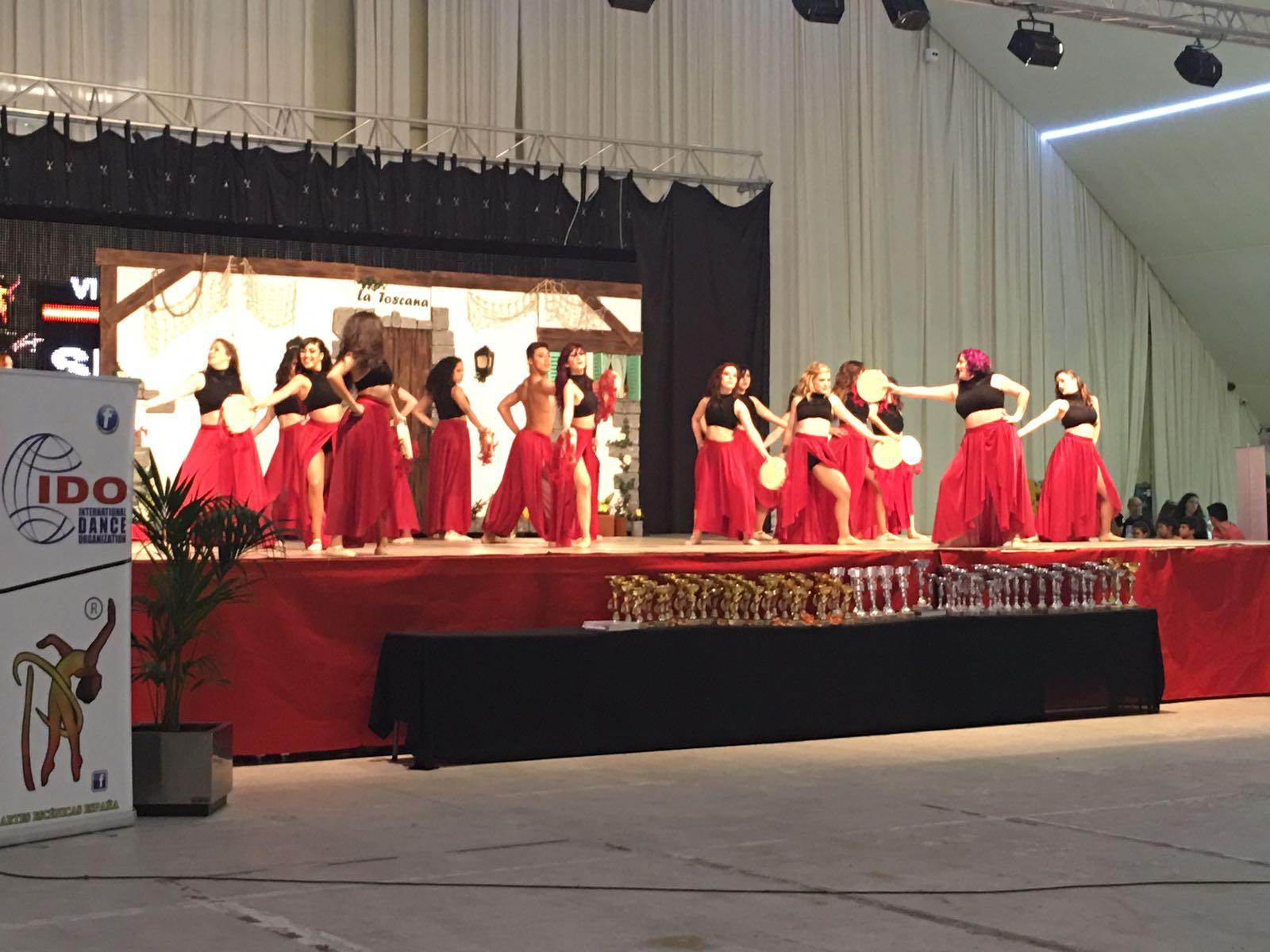 escuela-danza-lia-bailarinas-representando